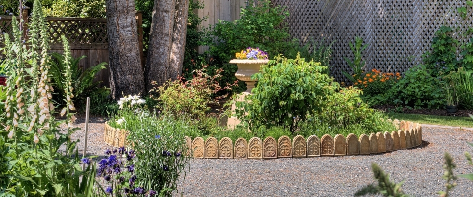 Ross Bay Villa circle flower bed Toad Hollow photo